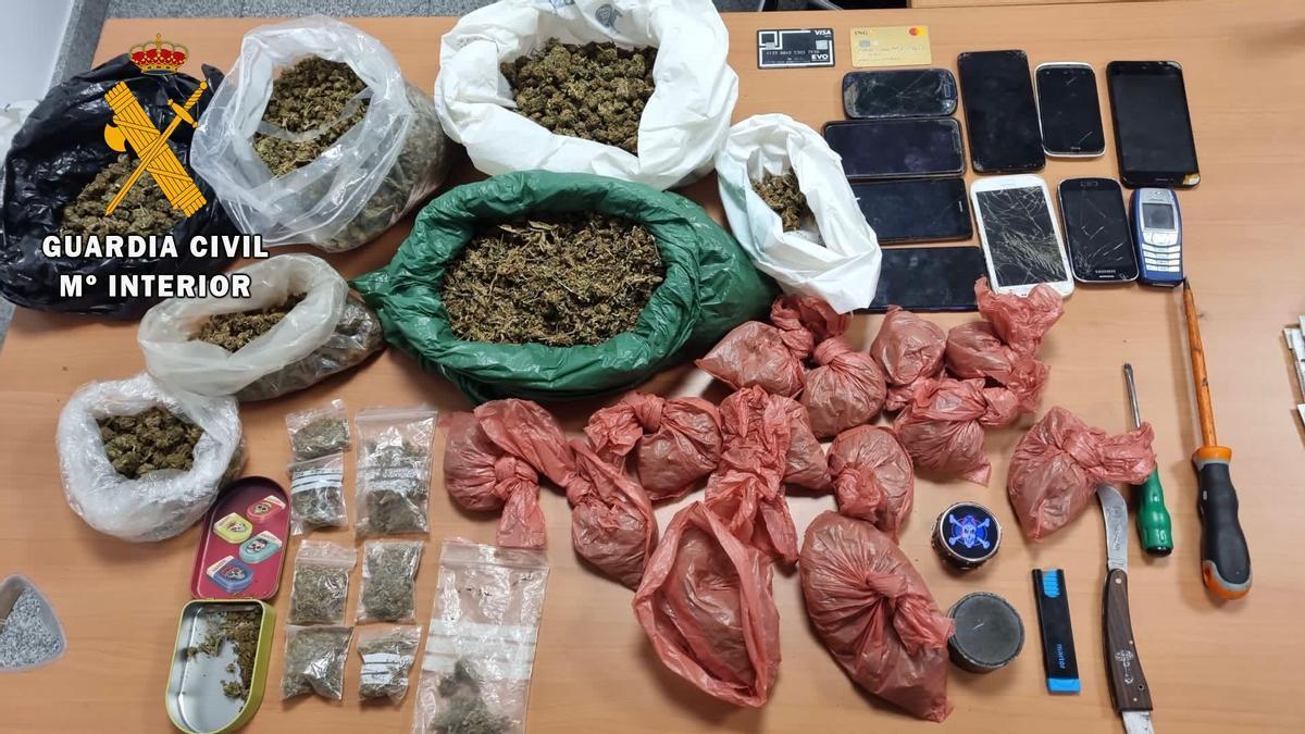 La droga incautada por los agentes.