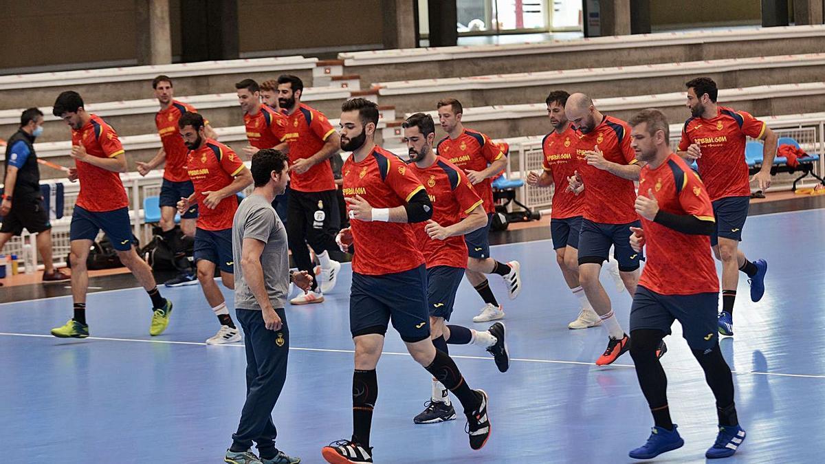 Entrenamiento de la selección española, ayer, en el pabellón Municipal. |  // RAFA VÁZQUEZ