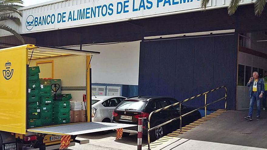 Correos entrega 324 kilos de comida al Banco de Alimentos de Las Palmas