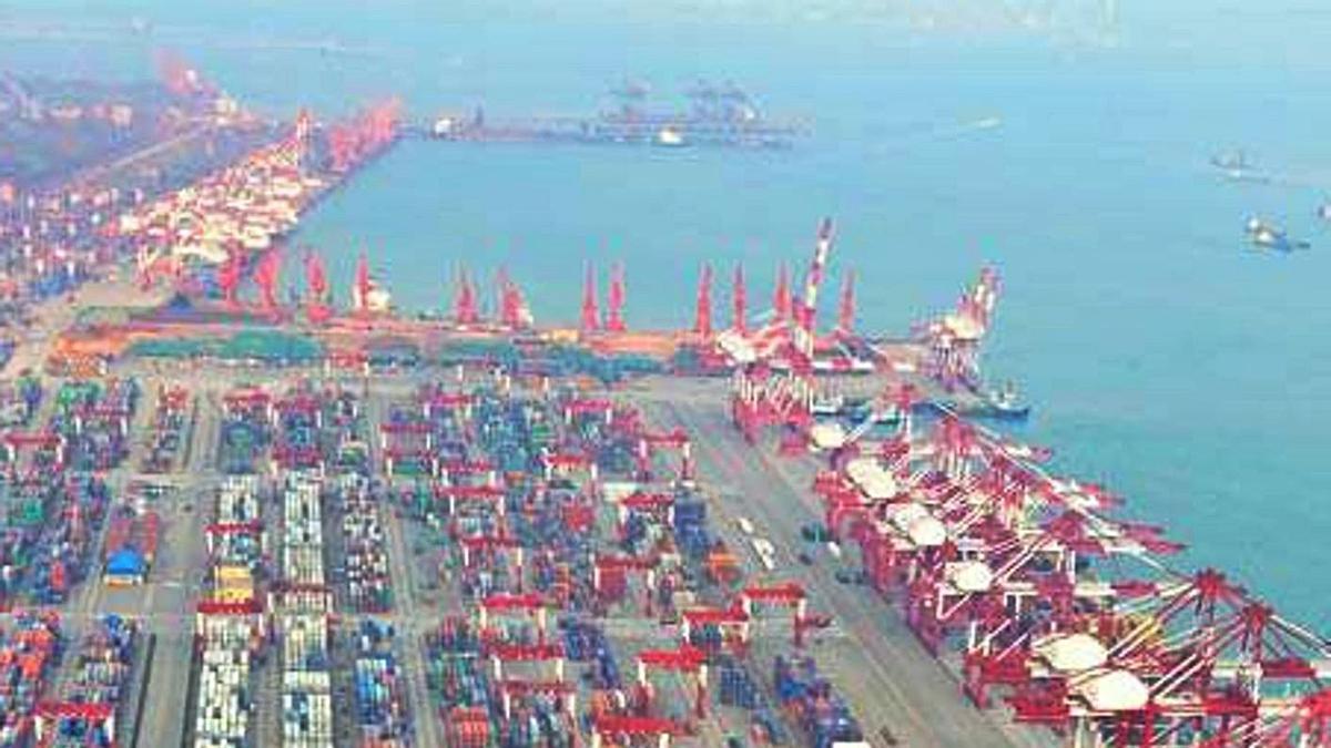 Vista parcial del Puerto de Shangai.