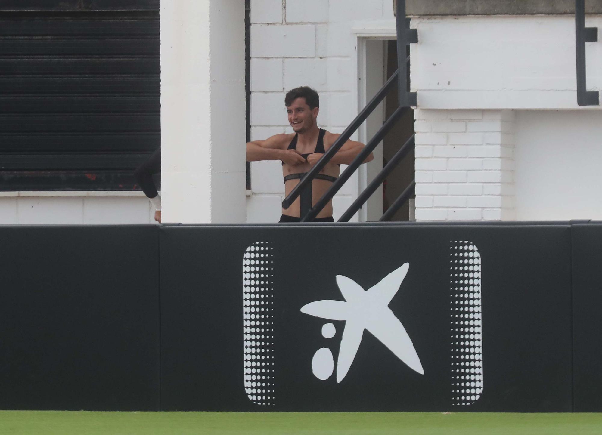 El Valencia CF entrena antes de enfrentarse al Bilbao
