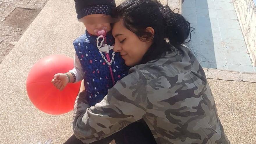 El infierno de Maider: su expareja, maltratador y violador, retiene a su hija en Argelia
