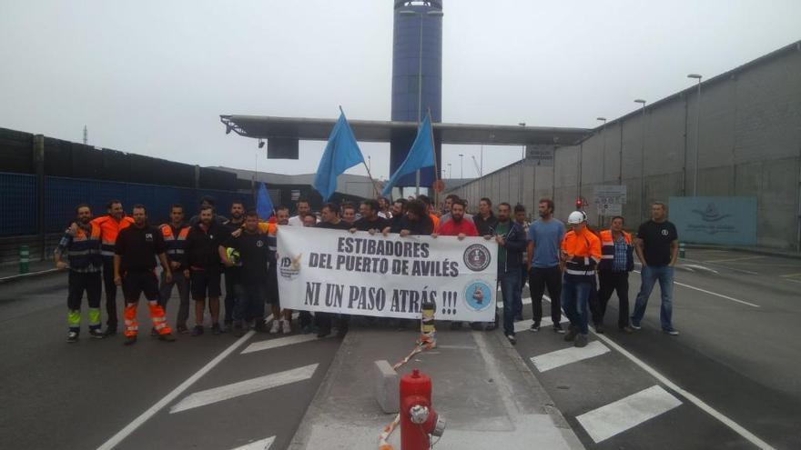 Paro total en los puertos de Avilés y Gijón en una nueva jornada de huelga en la estiba