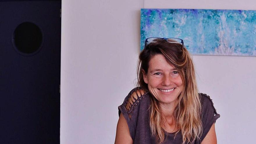 Júlia Ribas, pintora: «Es esencial dar sentido a las pequeñas cosas de la vida»