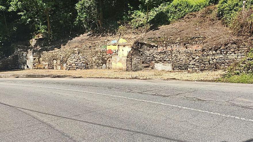 Mieres derriba cuatro casas en ruinas en Murias y aprueba tirar otras cinco
