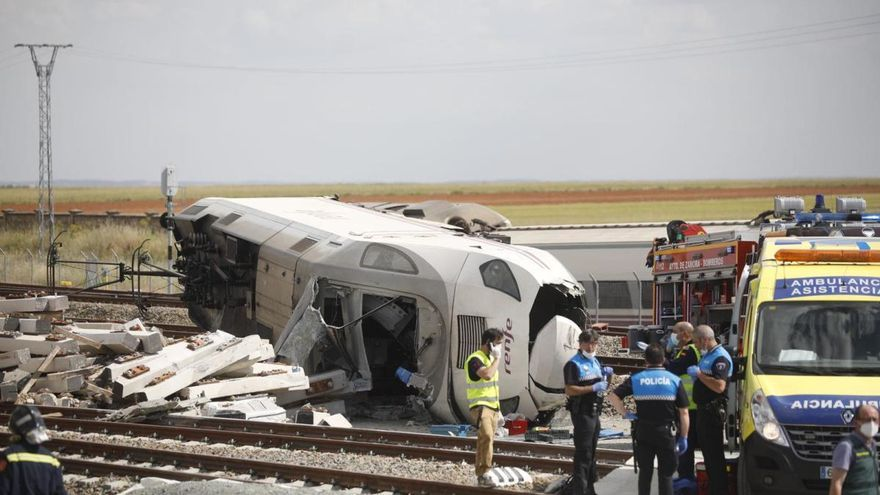Estado en el que quedaron las vías del tren en La Hiniesta tras el accidente.
