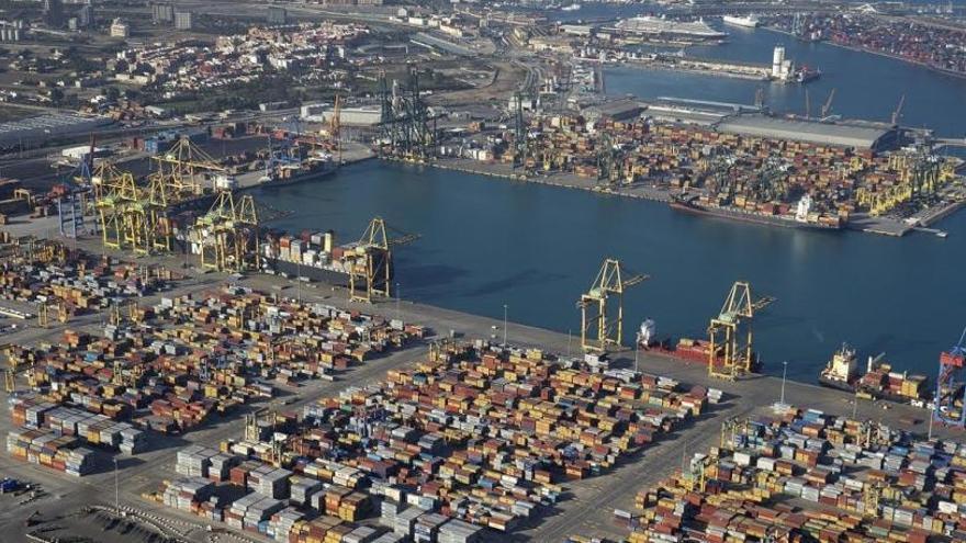 El Puerto de Valencia cierra este viernes sus terminales por temporal de viento