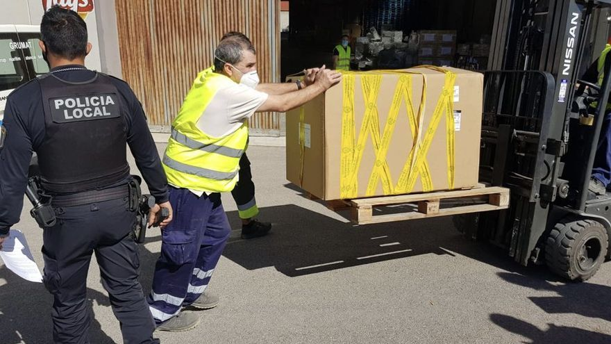 Interceptan en Elche un vehículo que transportaba 51 paquetes de tabaco de contrabando