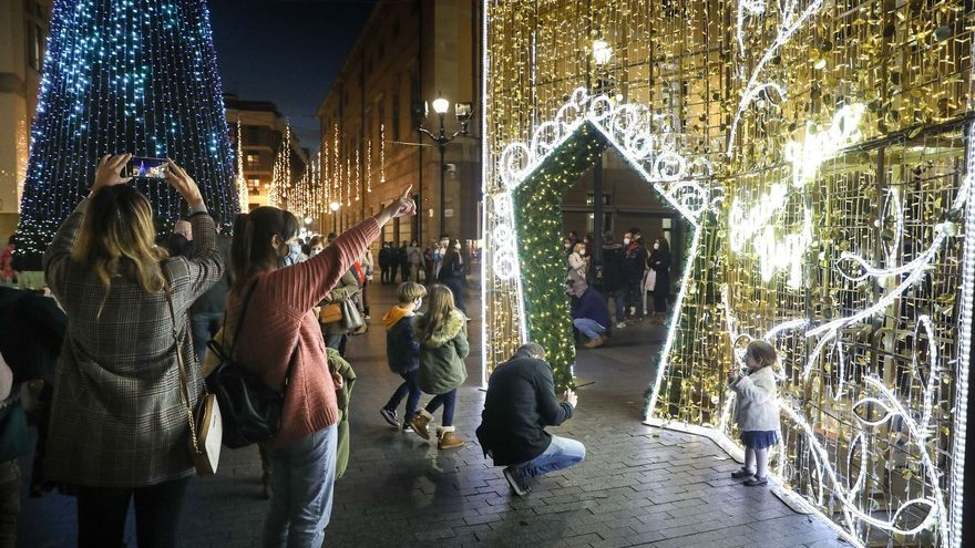 La luz de Navidad ya alumbra Gijón