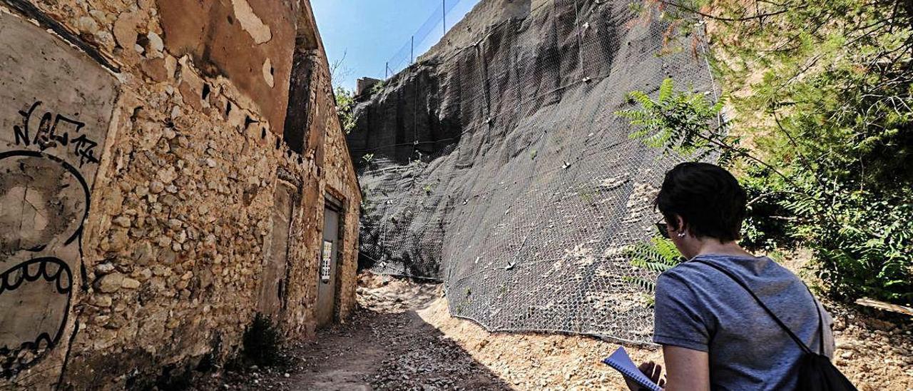 La consolidación de la ladera desbloquea el proyecto de rehabilitación de las antiguas fábricas del Molinar en Alcoy. JUANI RUZ
