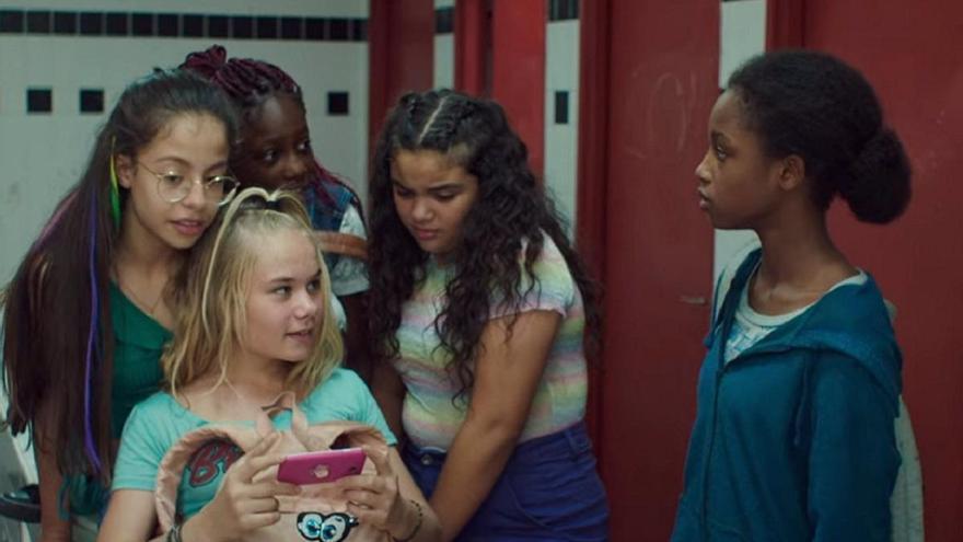 """'Guapis', la película de Netflix, a juicio en Texas por """"exhibición lasciva"""" de niños"""