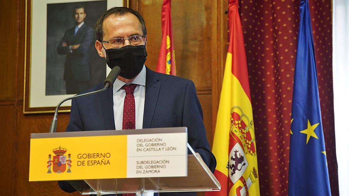 El subdelegado del Gobierno, Ángel Blanco, durante su comparecencia. | Jose Luis Fernández