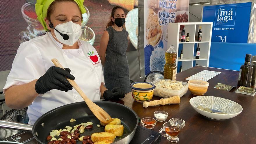 Blogueras, chefs y pasteleras rescatan el recetario malagueño en el Gran Mercado Sabor a Málaga