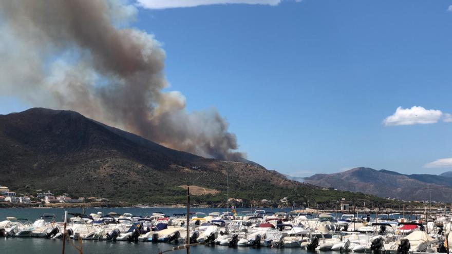 Cronologia de l'incendi forestal de Llançà en imatges
