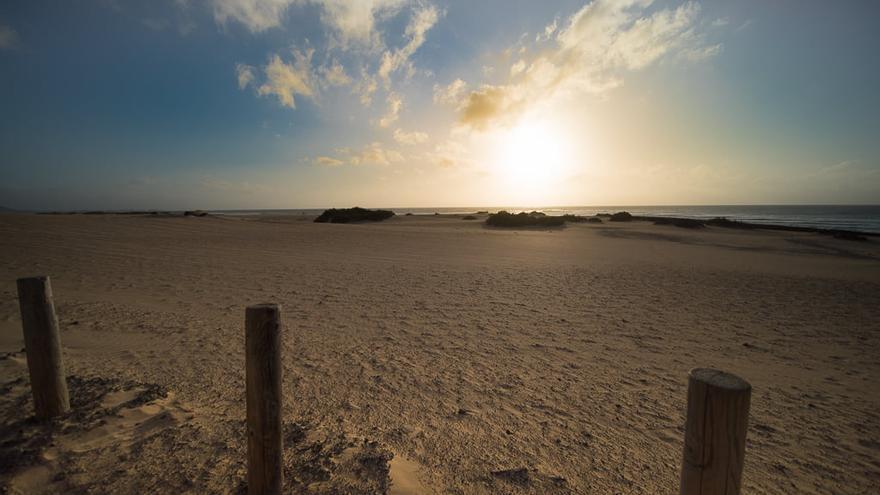Amanecer en la playa de Corralejo