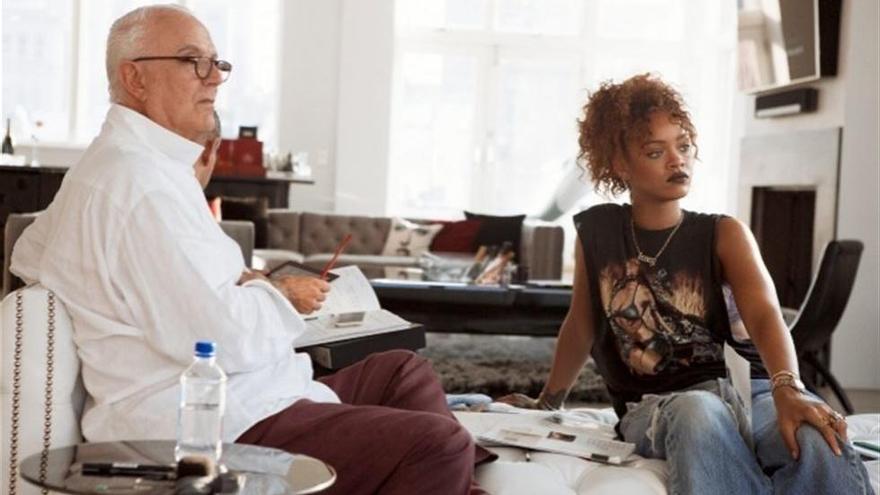Rihanna diseña codo con codo junto a Manolo Blahnik