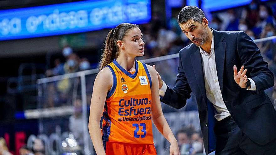 Claudia Contell dobla y convence