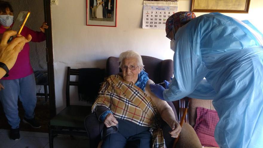 Comienza la vacunación de mayores de 90 años en Puebla de Sanabria
