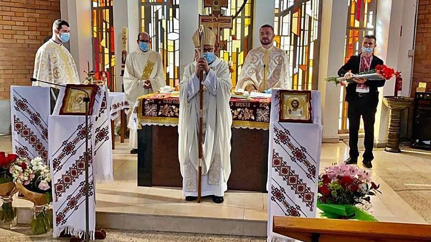 El bisbe visita la comunitat catòlica ucraïnesa de Sant Feliu de Guíxols