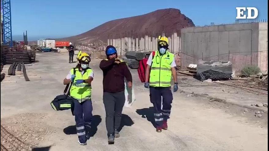 Los activistas de La Tejita bajan de las grúas tras 12 días de protestas