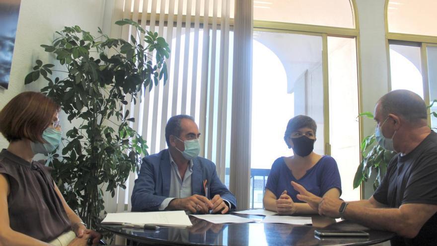 Gestión firma la cesión del antiguo colegio Luciano Centeno a la asociación de colectivos de la Axerquía Norte