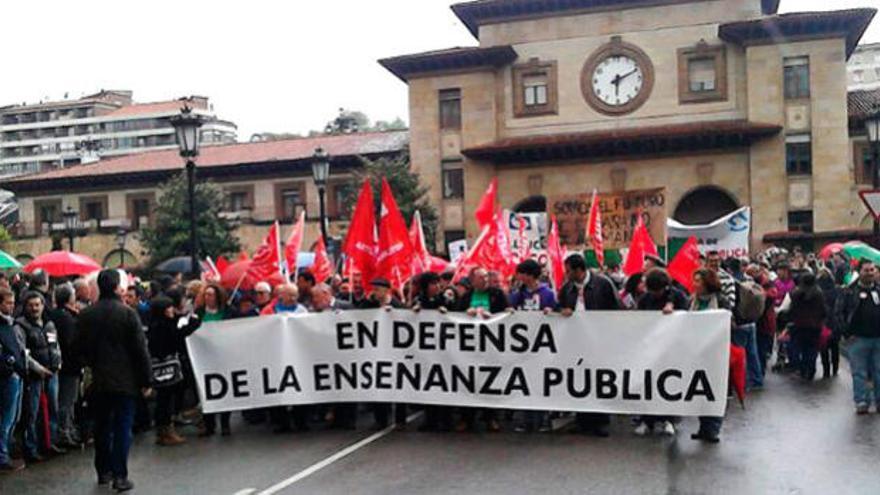 El rechazo a la LOMCE y a los ajustes paraliza la educación pública asturiana