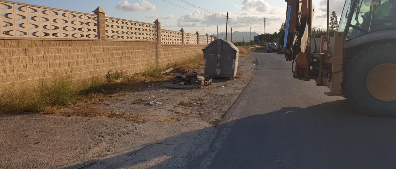 Recogida de enseres, escombros y otros residuos urbanos en San Vicente.