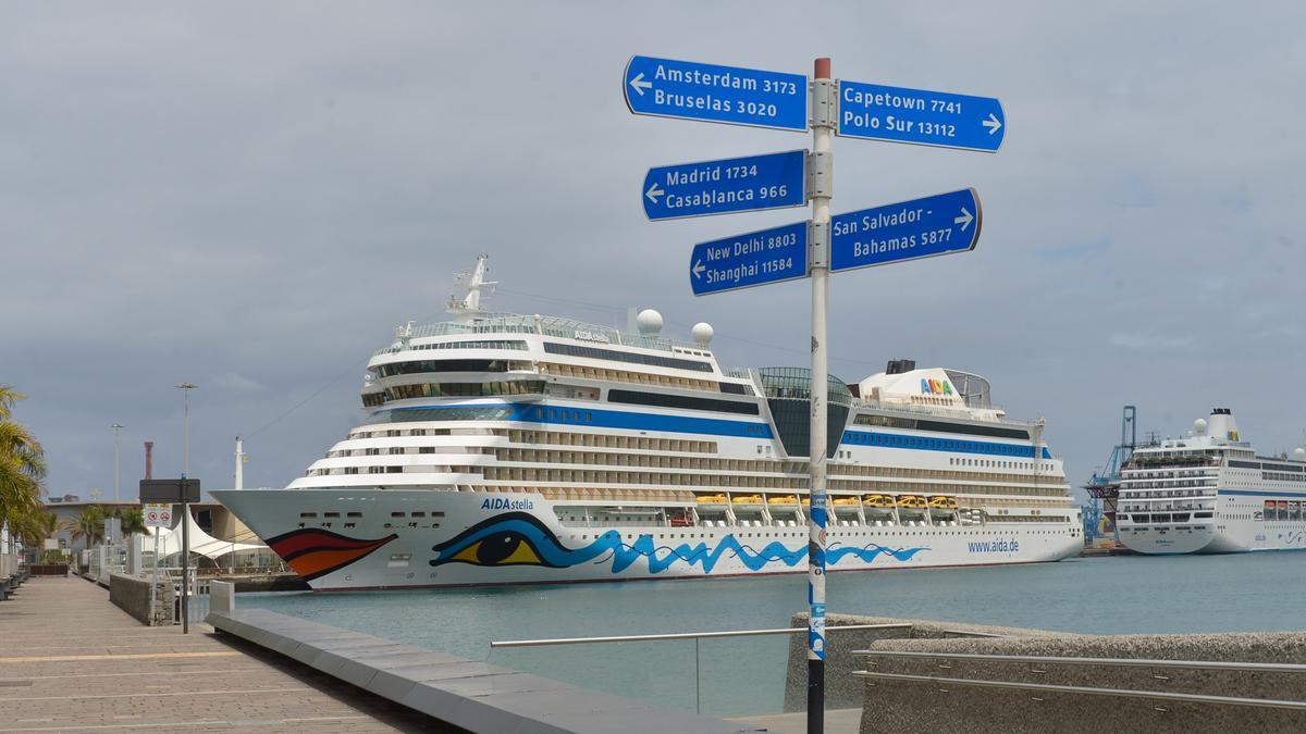 Los cruceros Aida Stella y Aida Mira en el muelle Santa Catalina