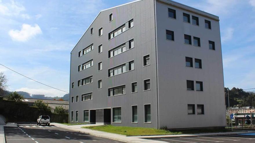 Los veinte pisos de vivienda protegida de Vegadeo, ya listos, se entregarán el día 18