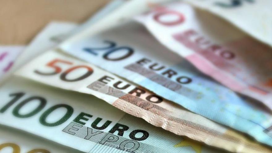 Principi d'acord entre Treball i sindicats per apujar el salari mínim a 965 euros