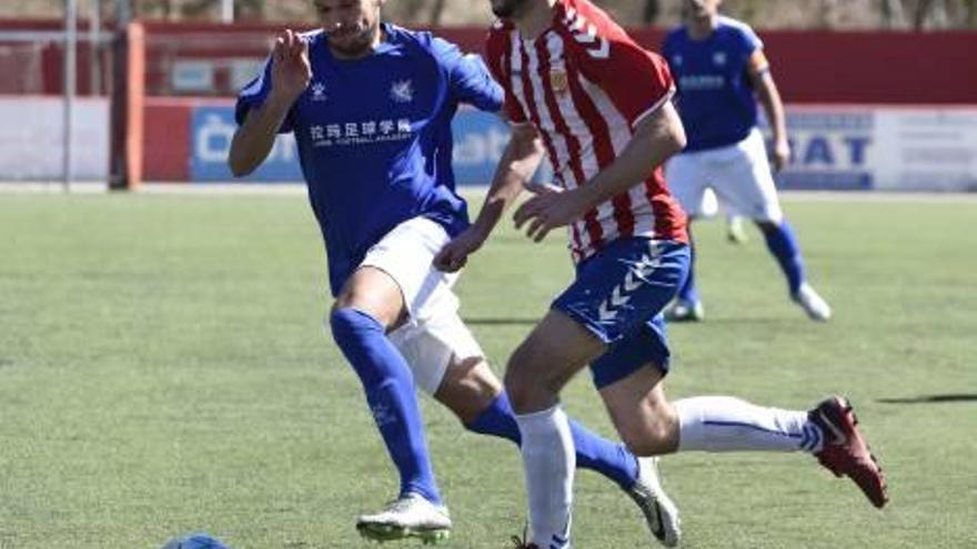 En mans del Llagostera i de l'Espanyol B