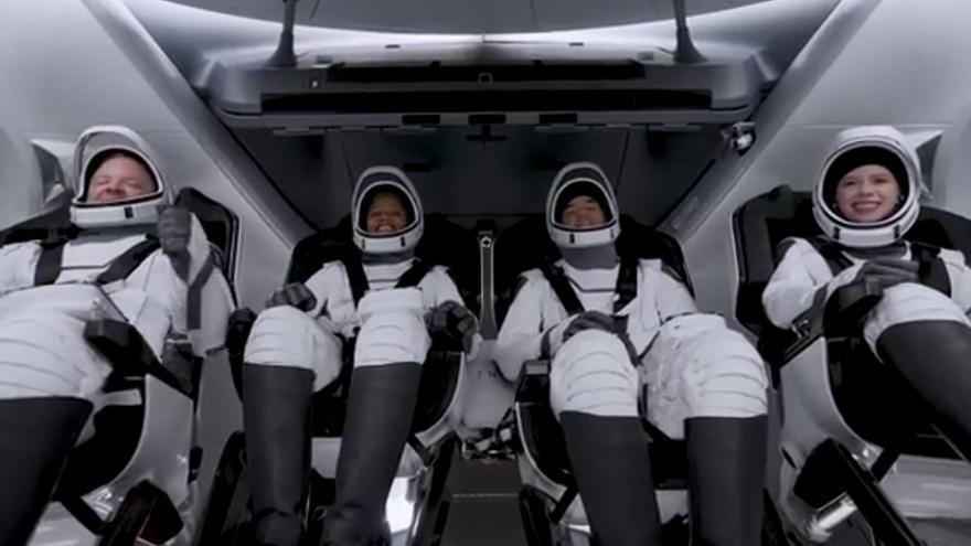 Space X lanza la primera misión orbital formada solo por turistas