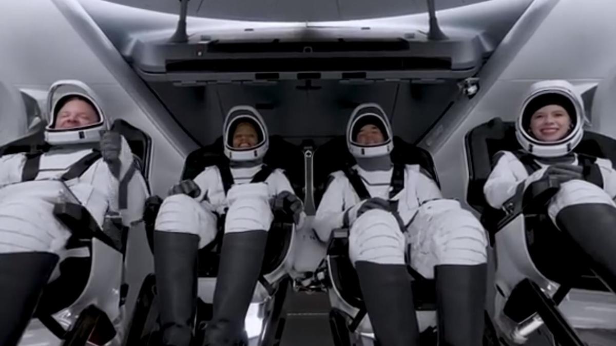 Los cuatro tripulantes de Inspiration 4 antes del lanzamiento.