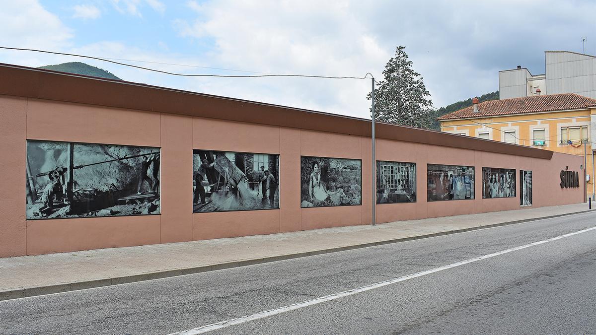 Les imatges s'han instal·lat a la façana de Cal Reguant