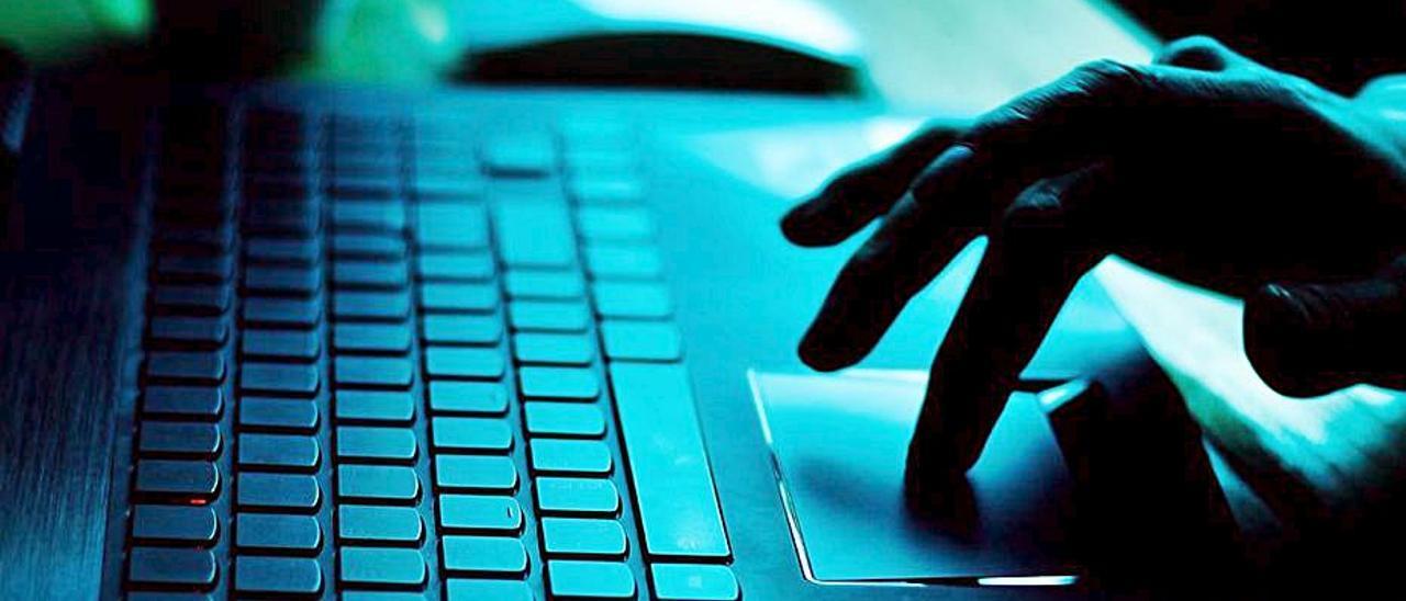 El detenido estafaba a sus víctimas para jugar en internet. | LEVANTE-EMV