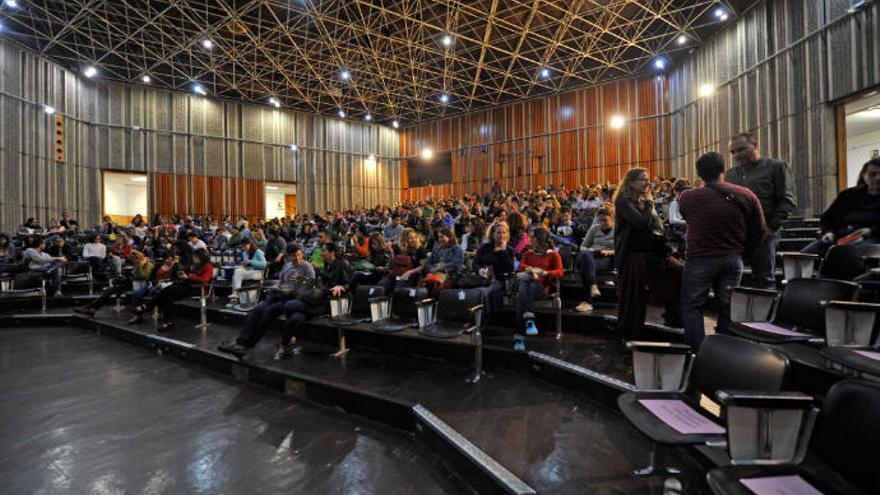 Opositores sin plaza piden a Torres que acabe con vulneración de sus derechos