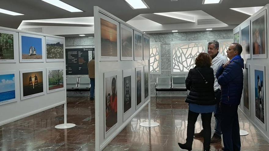 Exposición con los participantes del concurso de fotografía del Hospital General