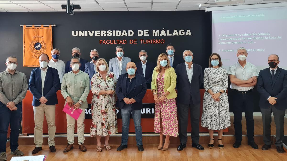 El pasado 3 de junio se constituyó en Málaga, en el Salón de grado de la Facultad de Turismo de la UMA, la Comisión Técnica de la Ruta del Vino de Ronda y Málaga