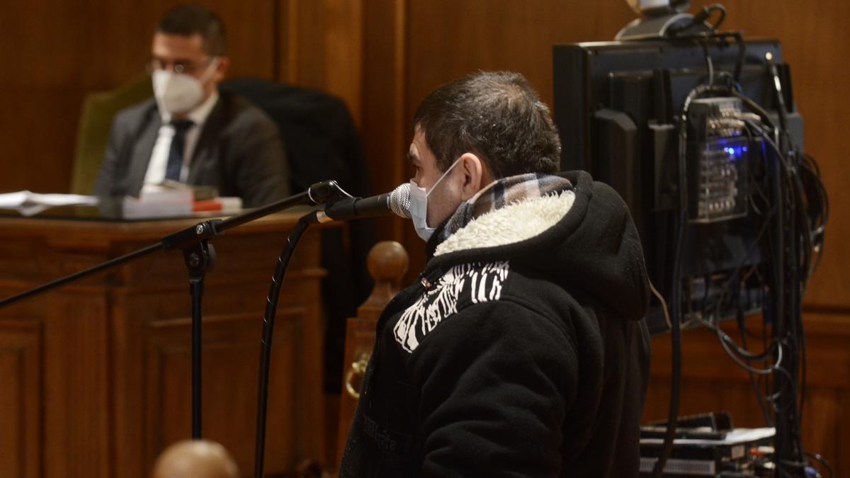 El acusado ante el tribunal de la Audiencia de Pontevedra