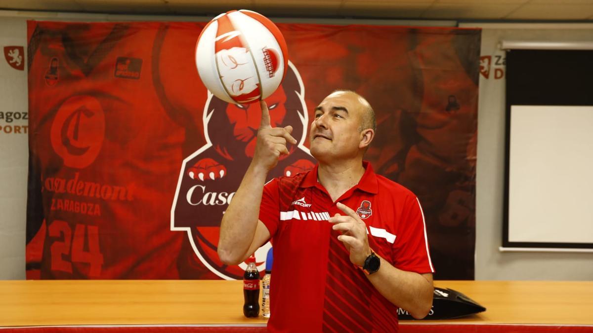 Jaume Ponsarnau, en su presentación como entrenador del Casademont Zaragoza.