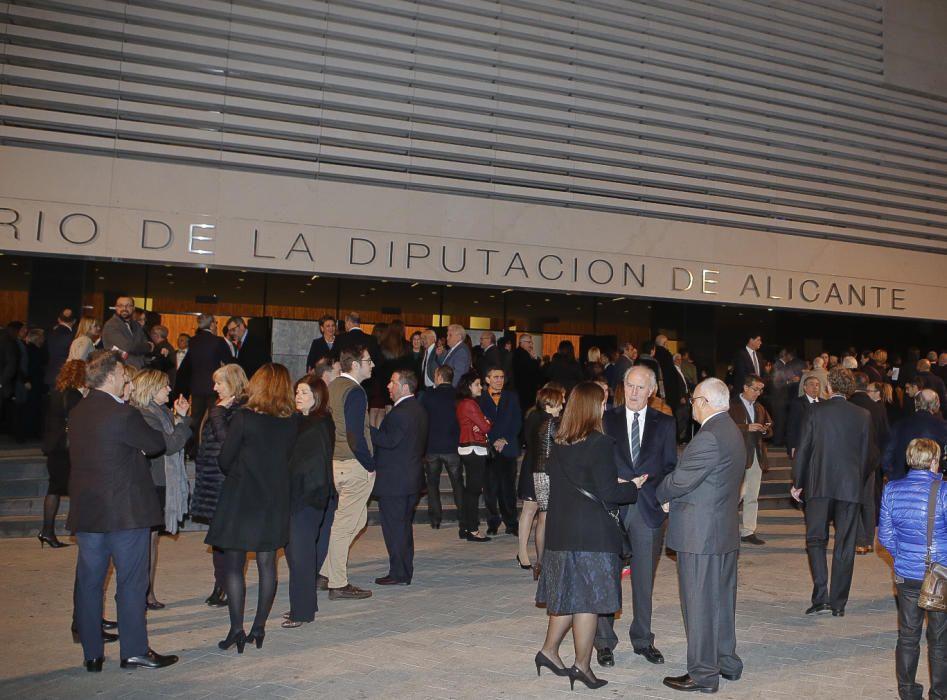Recepción de los invitados a la gala en las puertas del Auditorio Provincial