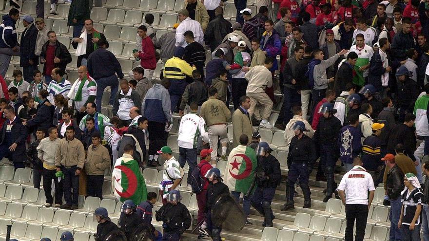 Francia recuerda los 20 años del partido maldito de los 'bleus' contra Argelia