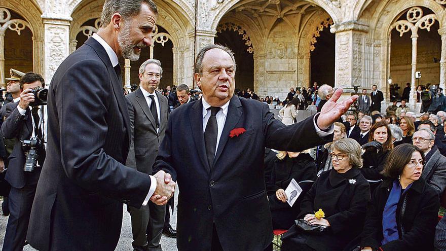 Despedida a Soares en Lisboa, con presencia del Rey y Felipe González