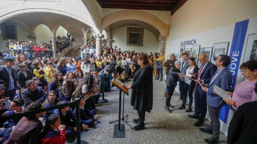 Multitudinaria entrega de los premios de Foto Jove en el Casal Solleric