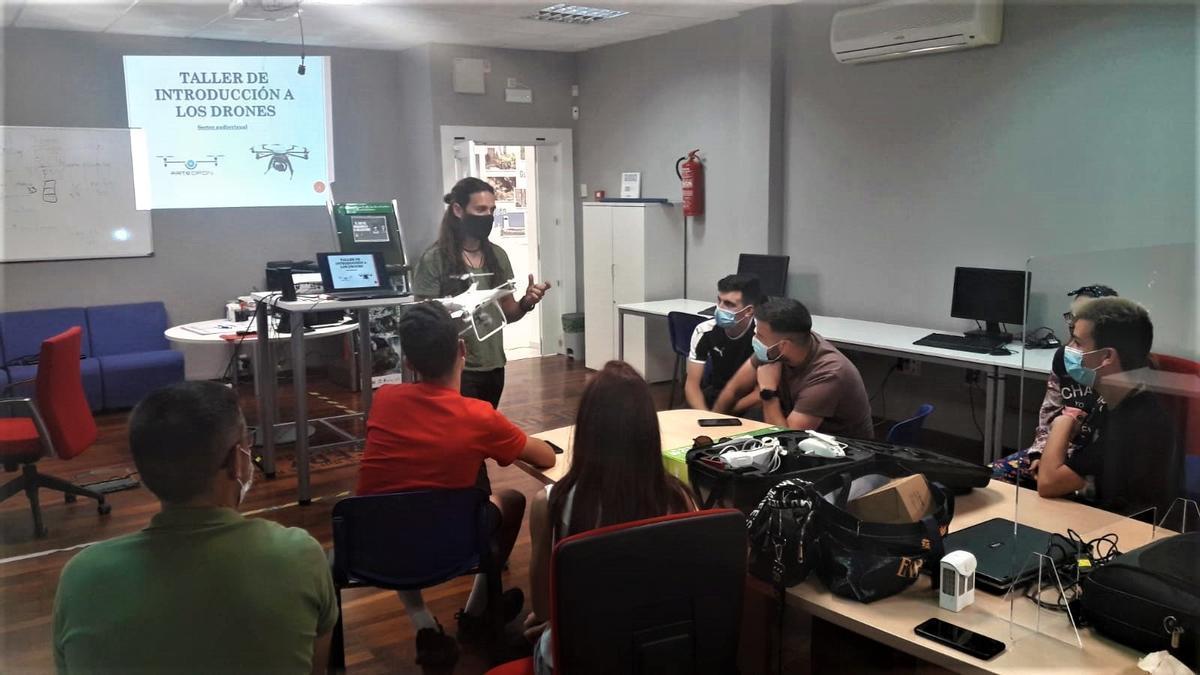 Yunquera acoge el primer curso de formación en pilotaje de drones dirigido a jóvenes de la provincia