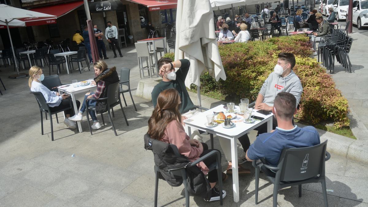 Una terraza de hostelería en el centro de Marín.