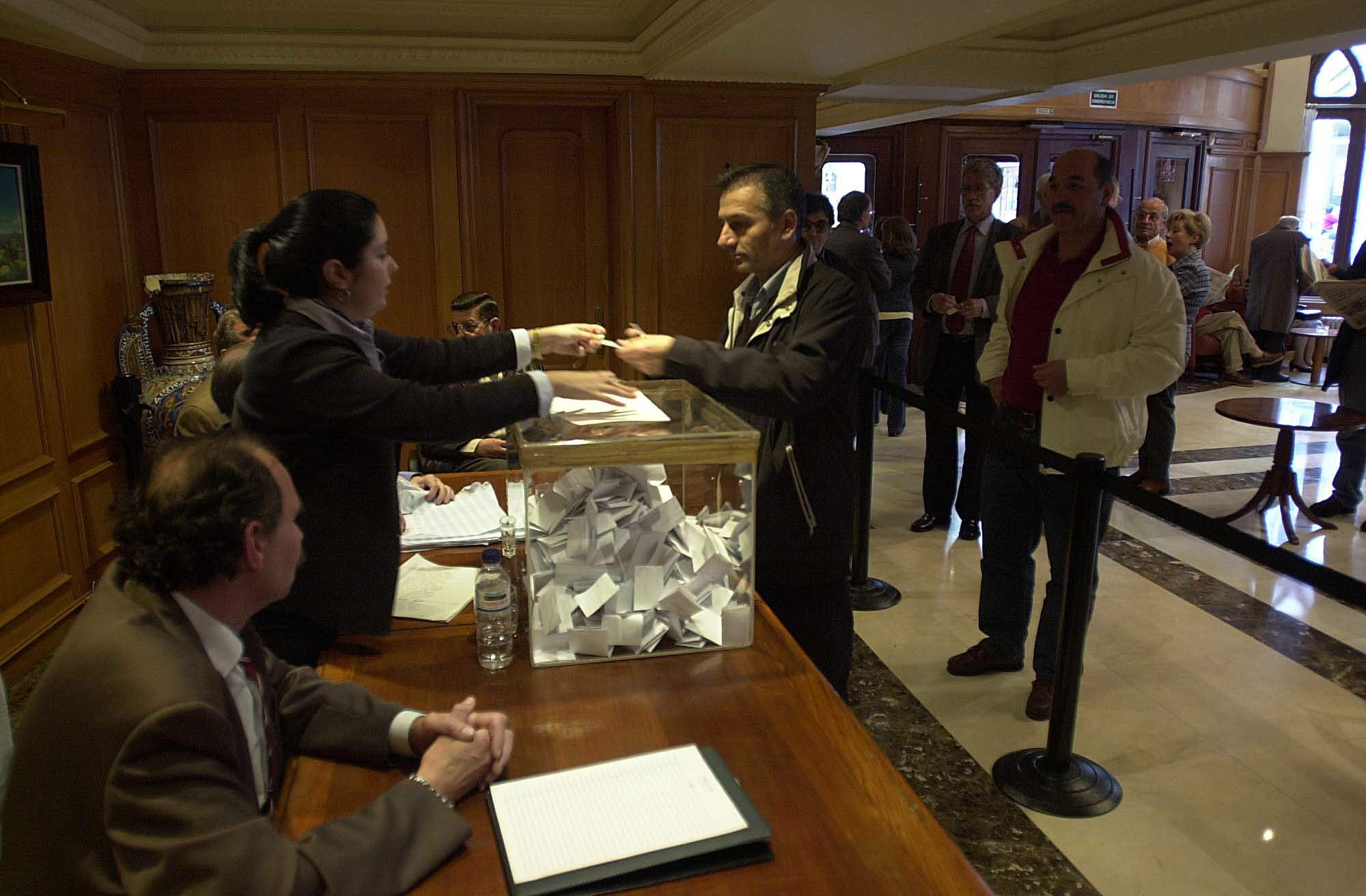 Elecciones en el Círculo Mercantil en 2003_J de Arcos.jpg