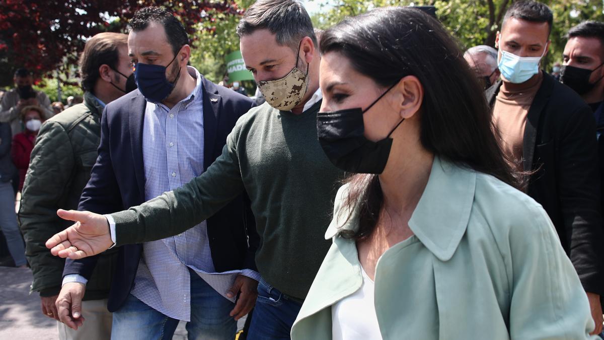 El presidente de Vox, Santiago Abascal y la candidata de Vox a la Presidencia de la Comunidad de Madrid, Rocío Monasterio