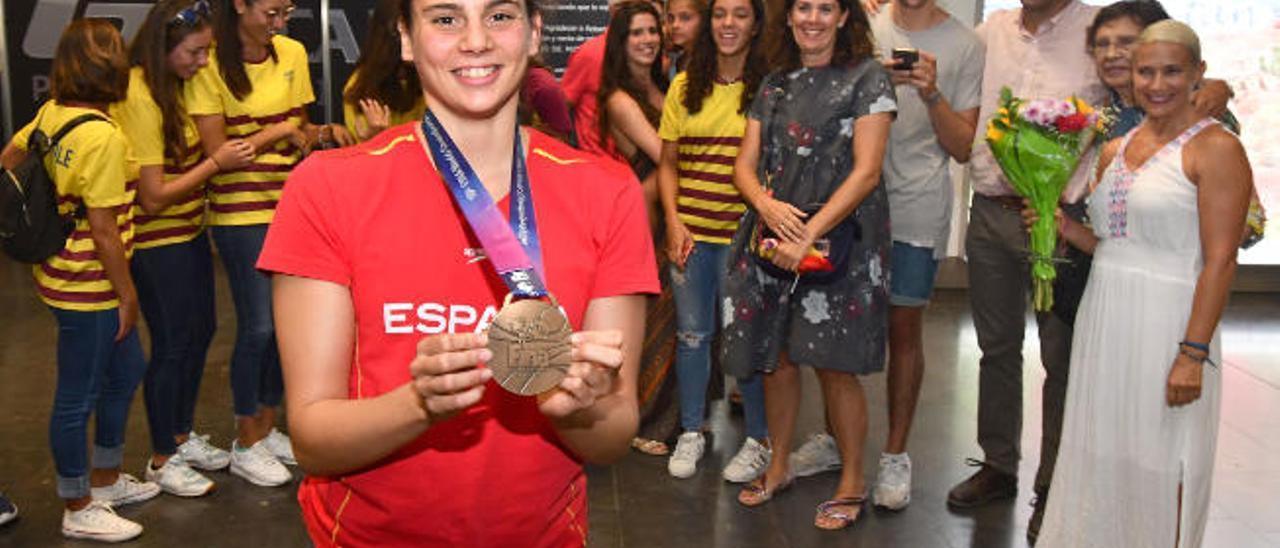 Elena Melián González, en julio de 2019, con su presea de bronce del Mundial.