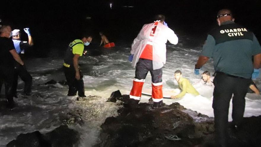 Emocionante relato del primer vecino de Órzola que ayudó a salir del agua a los migrantes